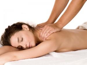 mujer-recibiendo-masaje